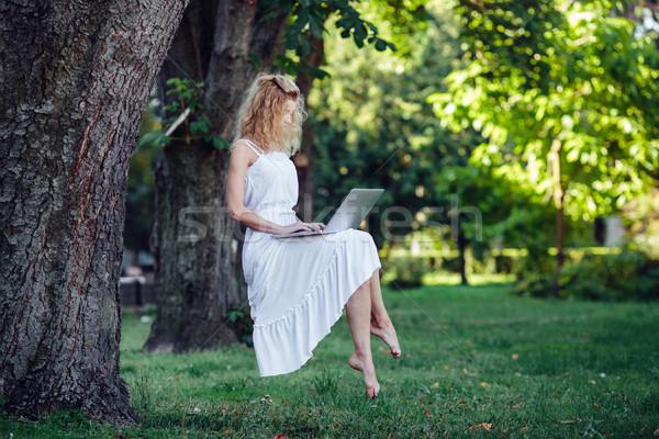 Meisje laptop mooi meisje natuur gras bos Stockfoto © tekso