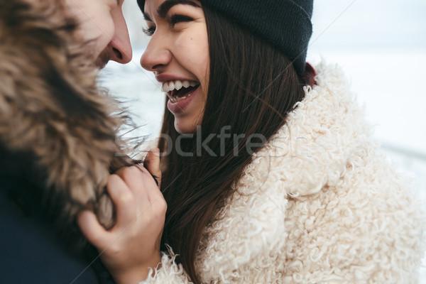 Vent meisje armen man vrouw naar Stockfoto © tekso