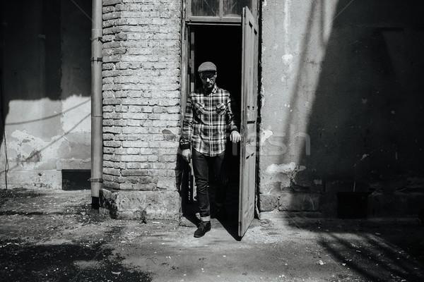 Man poseren jeans authentiek laarzen oude Stockfoto © tekso