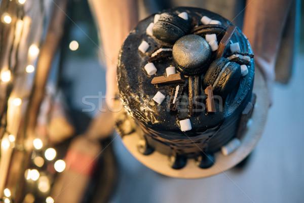 Gyönyörű designer csokoládés sütemény valaki kezek étel Stock fotó © tekso