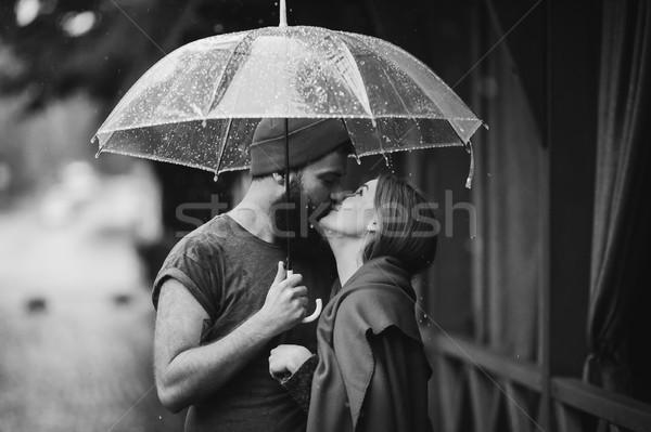 парень девушки целоваться зонтик позируют вместе Сток-фото © tekso