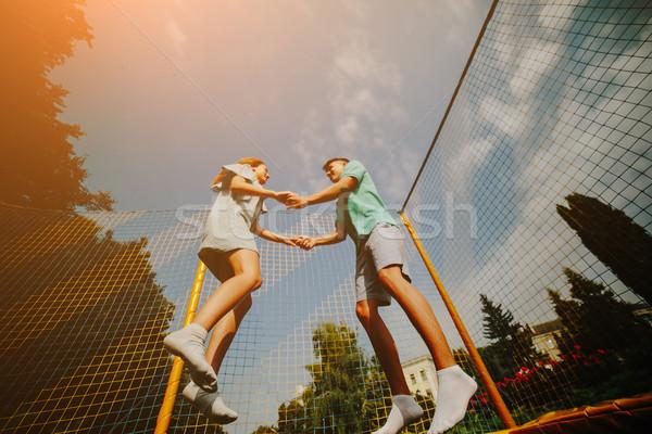 Casal saltando trampolim parque feliz Foto stock © tekso