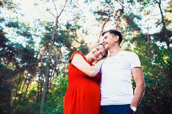 Marido embarazadas esposa parque mujer sonrisa Foto stock © tekso