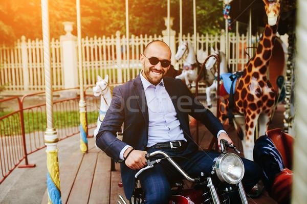ストックフォト: 男 · 座って · オートバイ · 回転木馬 · 陽気な · ファッション