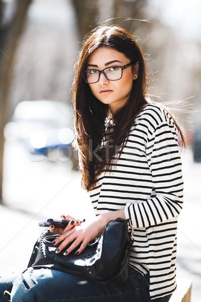Gyönyörű lány pózol kamera város telefon nők Stock fotó © tekso