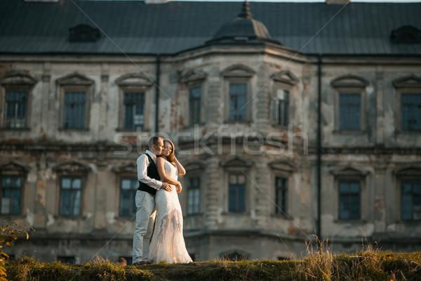 Mooie paar poseren oude kasteel familie Stockfoto © tekso