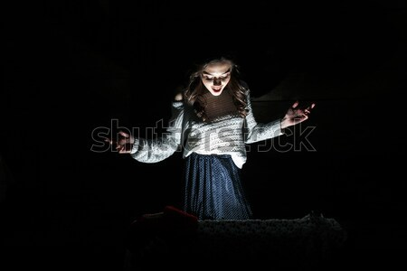 Meisje vak christmas aanwezig binnenkant Stockfoto © tekso