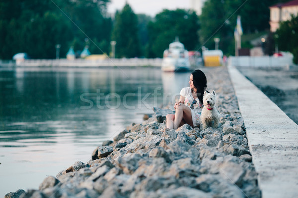 Menina cão passeio público beira-mar olhando água Foto stock © tekso