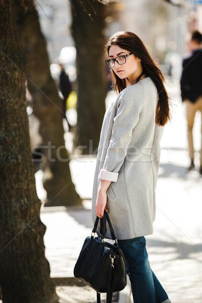 Belo modelo cidade encantador moda óculos Foto stock © tekso