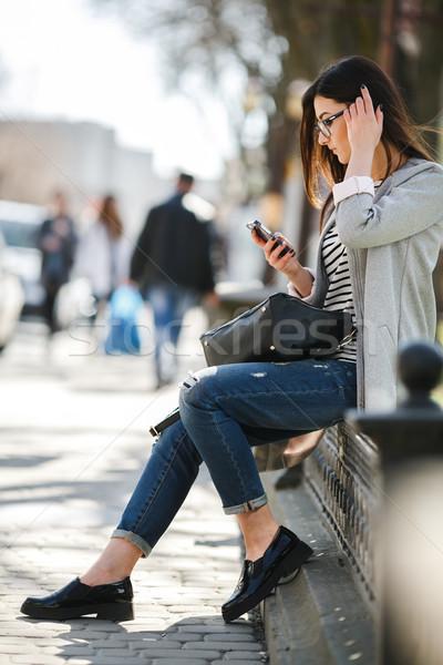 Model stad telefoon charmant mooie mode Stockfoto © tekso