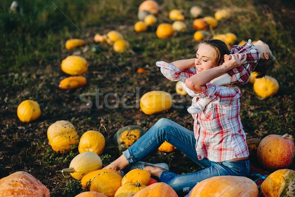 Anya játszik lánygyermek mező tökök halloween Stock fotó © tekso