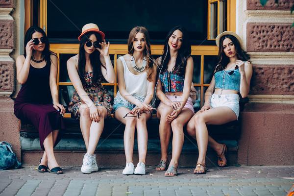 Zdjęcia stock: Pięć · piękna · młodych · dziewcząt · relaks · miasta