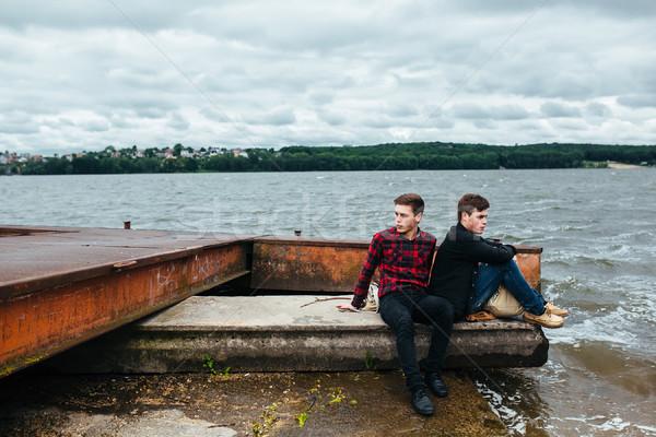 Dwa znajomych relaks molo wody strony Zdjęcia stock © tekso