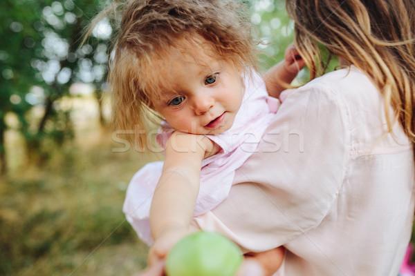 матери дочь вместе улице счастливым смеясь Сток-фото © tekso