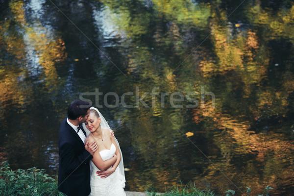 Foto stock: Belo · casamento · casal · posando · floresta · noiva