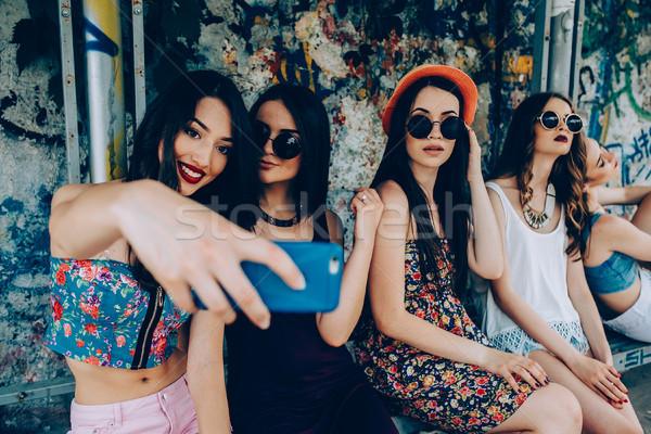 пять красивой молодые девочек расслабляющая Сток-фото © tekso