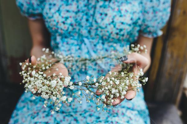 Kız kafa çelenk eller güzel kız bereketli Stok fotoğraf © tekso