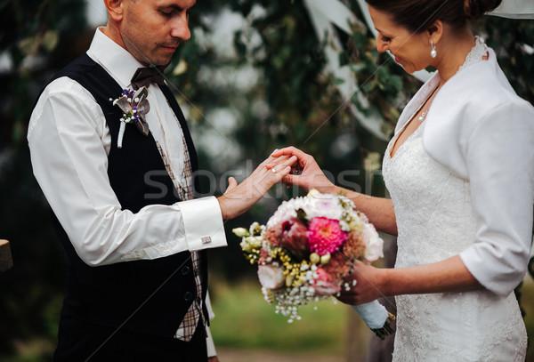 Свадебная церемония красивой невеста кольца цветок семьи Сток-фото © tekso