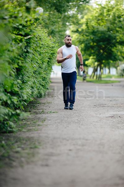 あごひげを生やした 男 を実行して クロス 公園 緑 ストックフォト © tekso
