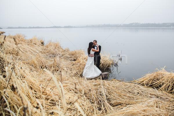 Düğün çift göl kıyı poz kadın Stok fotoğraf © tekso