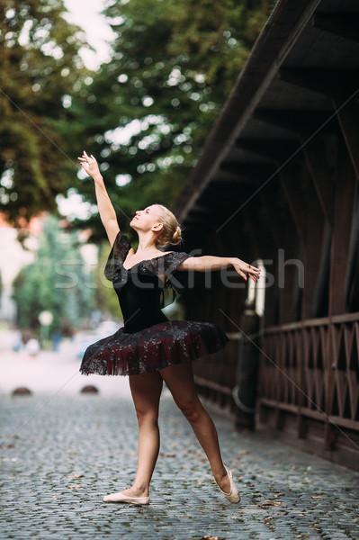 Ballerine posant centre ville fille beauté Photo stock © tekso