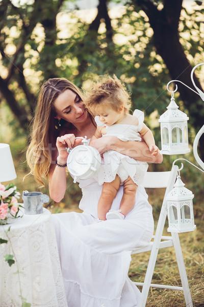 Moeder dochter natuur samen tuin buitenshuis Stockfoto © tekso
