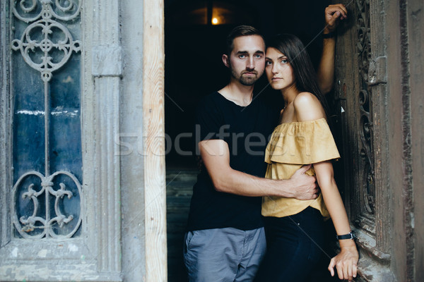 Paar poseren deuropening camera meisje liefde Stockfoto © tekso