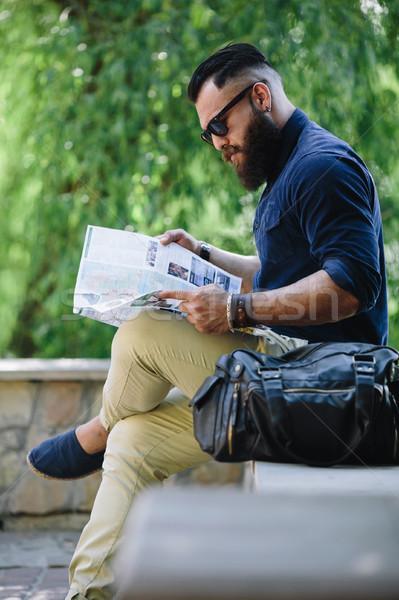 бородатый человека глядя карта сидят моде Сток-фото © tekso
