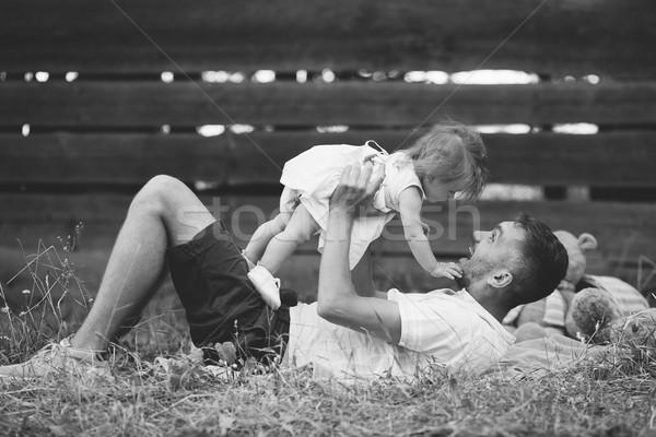 Familia feliz césped parque hermosa familia bebé Foto stock © tekso