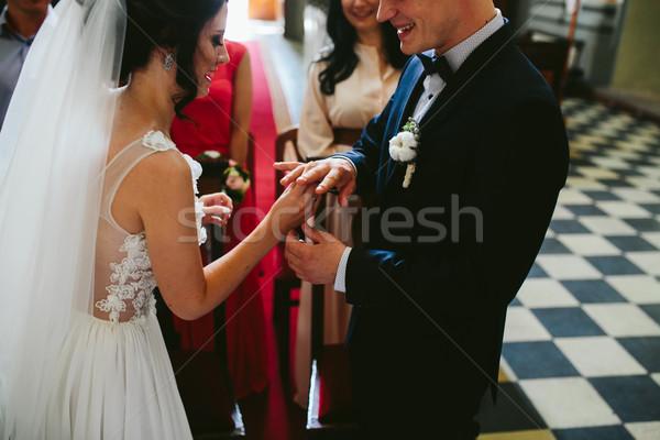 Stock fotó: Jegygyűrű · vőlegény · gyűrű · ujj · menyasszony · templom