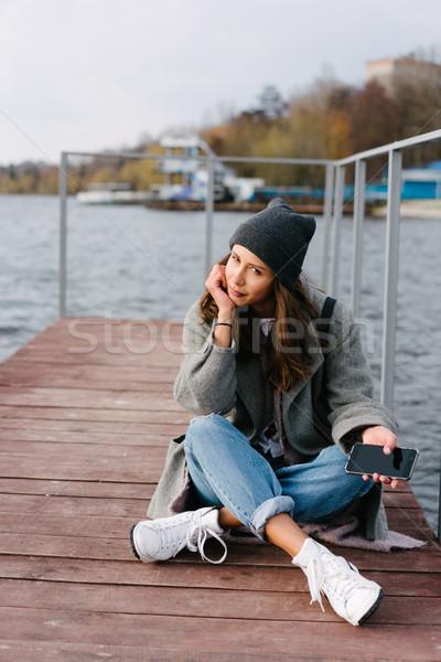 Jonge mooie meisje houten bank oude Stockfoto © tekso