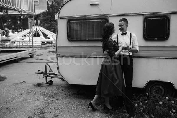 Férfi nő rejtett kilátás mögött lakókocsipark Stock fotó © tekso