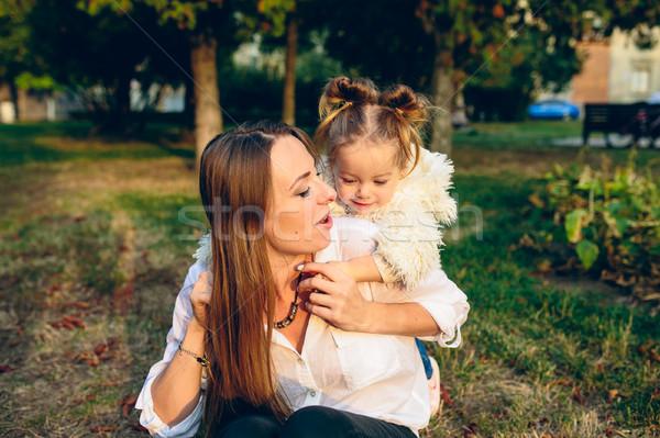 Anya kicsi lánygyermek park játszik együtt Stock fotó © tekso