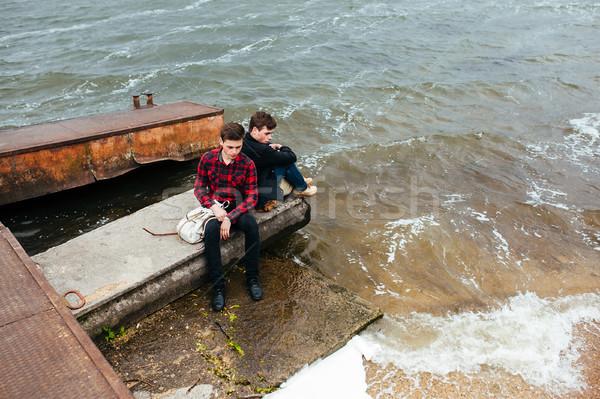 два друзей расслабляющая пирс воды человека Сток-фото © tekso