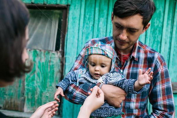 Genç aile çocuk doğa poz terkedilmiş Stok fotoğraf © tekso