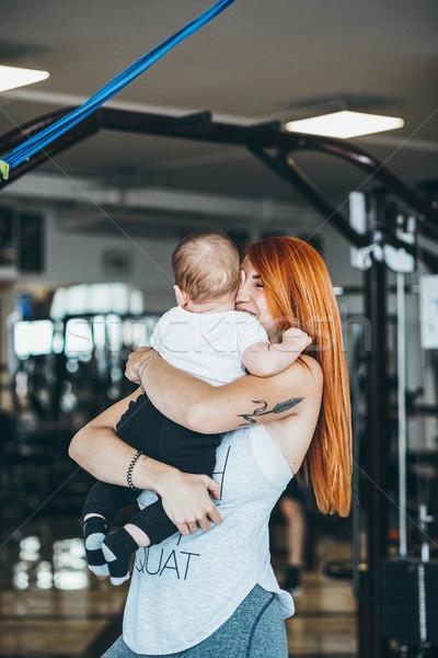 Genç anne oğul spor salonu küçük silah Stok fotoğraf © tekso