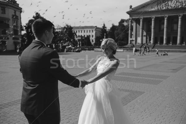 Jovem casamento casal caminhada amor Foto stock © tekso
