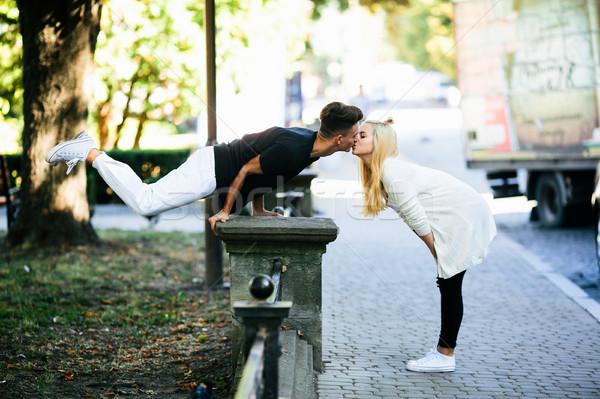 Férfi akrobatikus trükk lány park nő Stock fotó © tekso