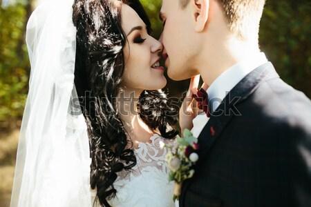 Bruid bruidegom poseren oude straat sluiten Stockfoto © tekso