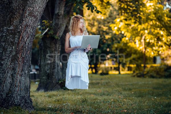 Kız dizüstü bilgisayar güzel kız doğa çim orman Stok fotoğraf © tekso