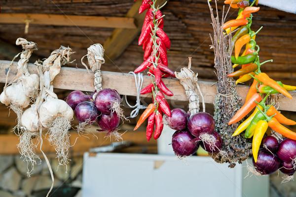 辛い 野菜 ニンニク 玉葱 ピーマン 木製 ストックフォト © tepic