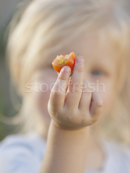 Comer tomate tomate cherry cámara Foto stock © thisboy