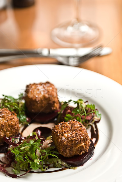 éttermi étel sült fetasajt saláta felszolgált fehérbor Stock fotó © thisboy