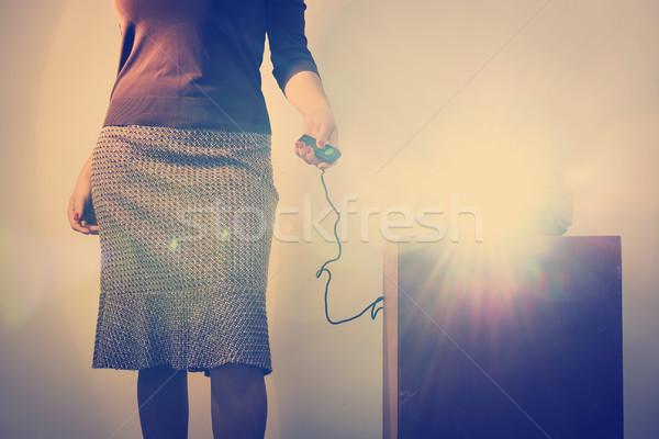 Retro slide projector vrouw afstandsbediening Stockfoto © THP
