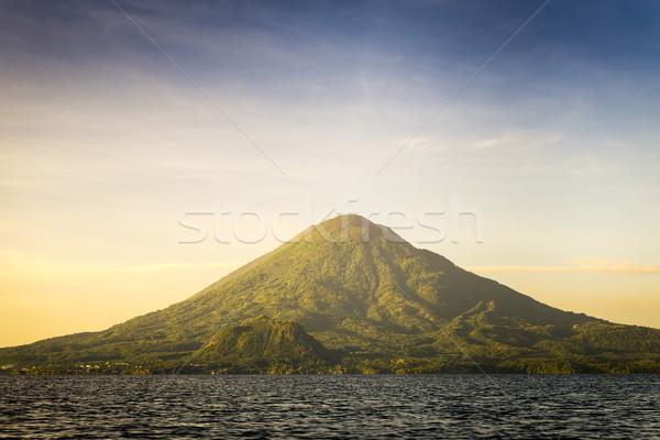 Wulkan jezioro Świt wody krajobraz górskich Zdjęcia stock © THP