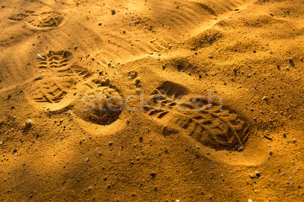 Ayak izleri kum gün batımı zengin turuncu renkler Stok fotoğraf © THP