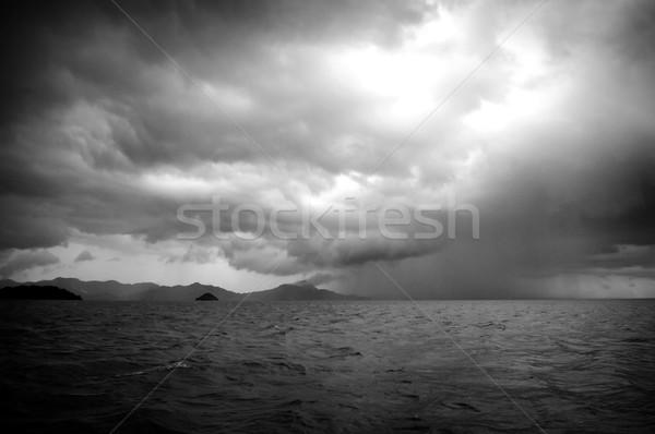 Viharos hatalmas viharfelhők eső durva óceán Stock fotó © THP