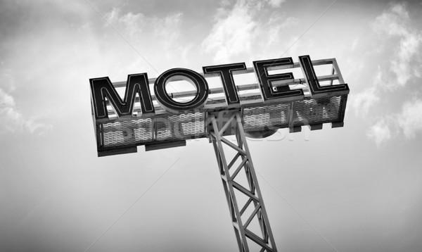 Motel imzalamak klasik mavi gökyüzü seyahat kırmızı Stok fotoğraf © THP