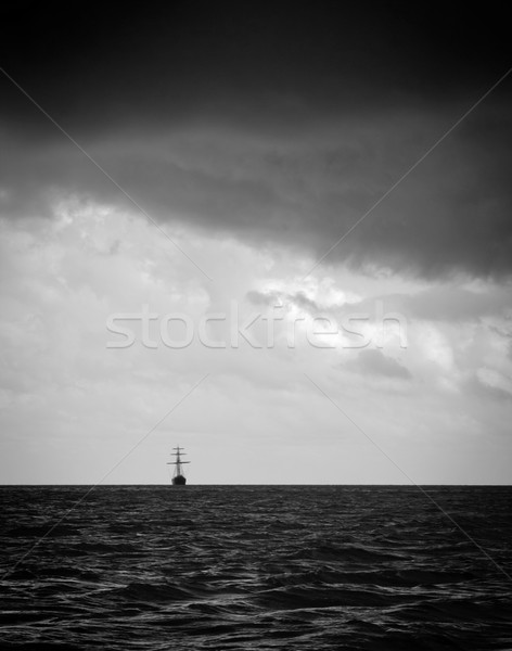 Vitorlás hajó vihar klasszikus fény hatalmas felhők Stock fotó © THP