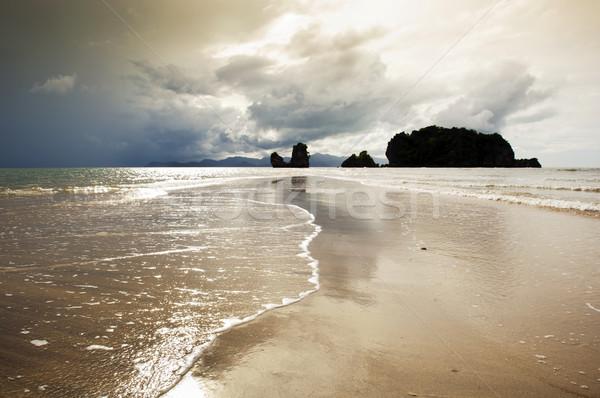 Tengerpart naplemente hullámok homok bár látványos Stock fotó © THP